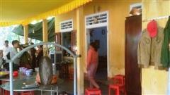 Cả 2 vợ chồng bị điện giật tử vong vì móc phơi áo quần vướng vào ổ cắm