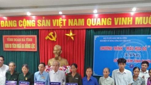 Ban Tuyên giáo Trung ương trao 20 sổ tiết kiệm cho các gia đình chính sách tại Hà Tĩnh