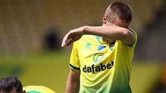 Premier League xác định đội đầu tiên xuống hạng; Liverpool bất ngờ 'ngã ngựa'