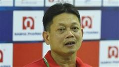 HLV Nam Định nói về việc Quảng Nam làm lễ cầu may: 'Bỏ bùa mà thắng thì thuê thầy về cúng chứ thuê Tây đá làm gì'