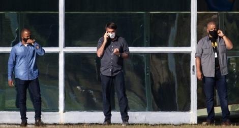 Tổng thống Brazil khổ sở vì 'cúm vặt' COVID-19