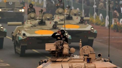 Mỹ chạy đua với Nga để bán vũ khí cho Ấn Độ