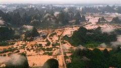Chùm ảnh lưu vực sông Dương Tử 'căng mình' trong dòng lũ đục ngầu