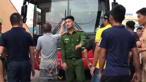Bóng đá Việt tuần qua đầy nhức nhối: An toàn của đội khách bị thách thức, chủ tịch lắm 'phốt' lại không giữ lời