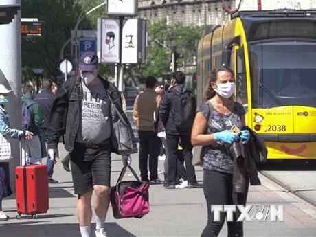 Nguy cơ dịch bùng phát lại, các nước Đông Âu ra hạn chế mới