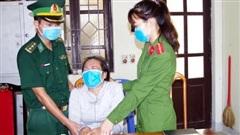 'Nữ quái' ôm mặt khóc khi bị phát hiện vận chuyển 12.000 viên ma túy