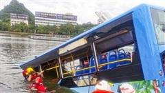 Trung Quốc: Nhà bị giải toả, tài xế lao xe buýt xuống hồ, làm 21 người chết