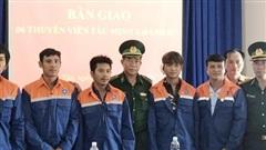Cứu thành công 6 thuyền viên bị chìm tàu trên biển