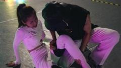 Chi Pu bị rách cơ đùi, chân tay bầm dập vì tập nhảy