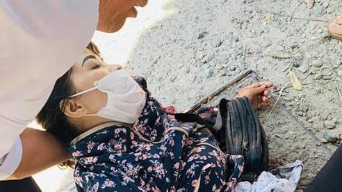 Hà Nội: Đang đứng bán hoa quả, người phụ nữ bị đâm nguy kịch