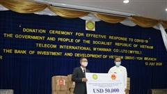Trao quà ủng hộ của Chính phủ Việt Nam cho Myanmar phòng chống đại dịch Covid-19