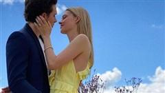 Con dâu nhà tỷ phú tiết lộ bí mật đằng sau bức ảnh đính hôn với Brooklyn Beckham, hóa ra cả Harper và Victoria giúp sức