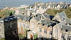 Bê bối cưỡng hiếp tại đại học lâu đời nhất nước Anh