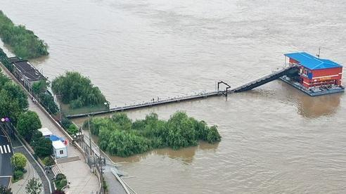 Nước dâng báo động ở 433 sông: Hé lộ 'át chủ bài' giúp Trung Quốc trụ vững trước thảm họa