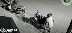 Xe bán tải mất lái lao vào xe máy, bố nhanh như chớp cứu con trai thoát nạn