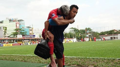 Sao trẻ U20 Việt Nam suýt khóc vì 'sợ bị gãy xương' sau khi lãnh trọn cú đạp ở giải hạng Nhì 2020