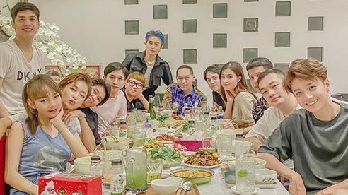 Cuối cùng thành viên được chờ đợi nhất đã xuất hiện trong hội bạn đắt giá của Đông Nhi: 'Gia đình văn hoá' đầy đủ rồi!