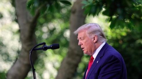 Ông Trump cùng lúc thực hiện hai hành động chống Trung Quốc