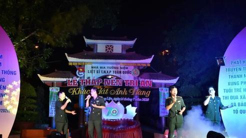 Xúc động lễ thắp nến tri ân liệt sĩ thanh niên xung phong tại Ngã ba Đồng Lộc