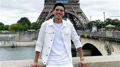 Netizen chỉ trích Đoàn Văn Hậu vì đi du lịch Paris không đeo khẩu trang giữa đại dịch Covid-19