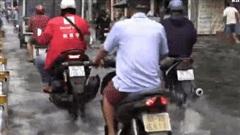 Video: Sau cơn mưa 30 phút, mặt đường Lê Văn Thọ như 'mặt sông'