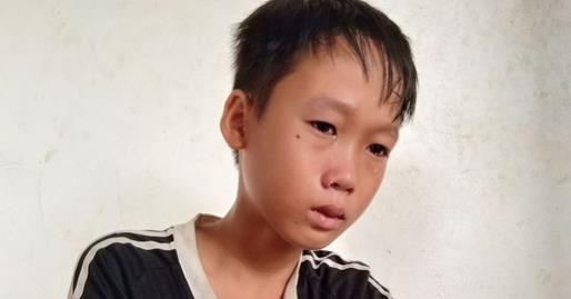 Xót xa bé trai 12 tuổi chăm mẹ khù khờ mắc 2 bệnh ung thư giai đoạn cuối: 'Cháu không có bố, mẹ chết cháu sống thế nào đây?'
