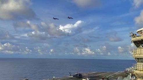 Máy bay ném bom Mỹ hoạt động không ngừng ở biển Đông