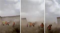 Bão lốc dữ dội kéo sập tường rào biên giới Mỹ - Mexico