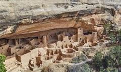 Cận cảnh cung điện bí ẩn 500 năm tuổi trong vách đá, có tới 150 căn phòng