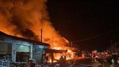 Cháy lớn ở khu chợ có nhiều người Việt buôn bán tại Lào
