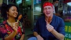 YouTuber nước ngoài gợi ý 8 món ăn giá rẻ dưới 1$ giữa lòng Sài Gòn, đến người bản địa cũng chưa chắc biết