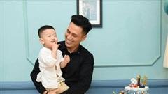 Diễn viên Việt Anh lần đầu chia sẻ về quyết định ly hôn cũng như việc chăm sóc con trai