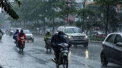 Từ ngày mai (1/8), Hà Nội và khu vực Bắc Bộ dự báo đón đợt mưa lớn kéo dài