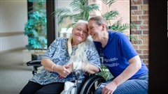Mỹ: Hai chị em thất lạc hơn 50 năm được đoàn tụ khi điều trị Covid-19