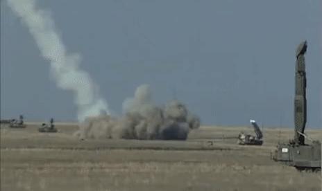 Đùa giỡn với 'tử thần', phi công Mỹ chỉ có 60s để lựa chọn: Tên lửa Nga sẵn sàng khai hỏa?