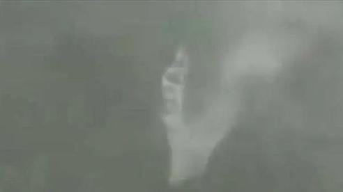Bão Hagupit đổ bộ vào TQ: Hất ngược thác nước, biến dòng chảy thành mây mù