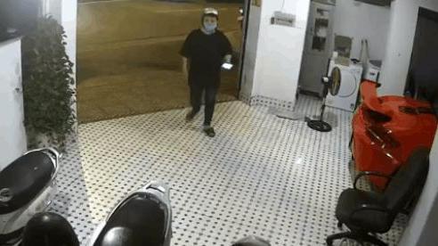 CLIP: Rình rập định trộm xe máy, thanh niên bất ngờ 'vồ ếch' khi vừa vào cửa