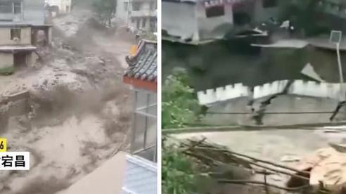 Video: Mưa lớn dữ dội kéo theo lũ quét kinh hoàng ở Trung Quốc, đường sá sạt lở nghiêm trọng, xe cộ bị cuốn trôi vào dòng nước