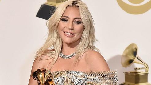 Rầm rộ tin Lady Gaga mang bầu 8 tháng với bạn trai cũ trong khi đang hẹn hò nhà đồng sáng lập Facebook
