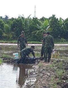 Công binh Quân khu 9 xử lý thành công quả bom phốt pho 100LBS