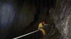 Nhật ký sinh tử: Đối đầu 'thần chết' trong 'Everest dưới lòng đất' - Cả đoàn thám hiểm có thoát nạn?