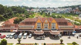 Vẻ đẹp cổ kính của ga tàu hoả gần 100 tuổi ở Đà Lạt nhìn từ trên cao