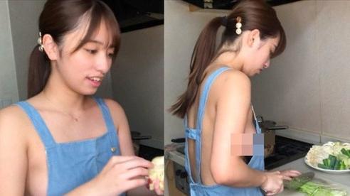 Mặc tạp dề rồi 'nude' hoàn toàn để dạy nấu ăn, cô nàng Youtuber khiến cộng đồng mạng sốc nặng, bàng hoàng hơn khi vẫn đang là nữ sinh