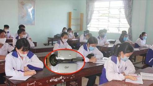 Nữ sinh mang theo 'bùa hộ mệnh' đặc biệt vào phòng thi, cư dân mạng được một phen cười 'no bụng'