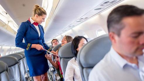 Dù thân thiện là thế nhưng tiếp viên hàng không sẽ rất khó chịu nếu bạn nói ra 7 điều này