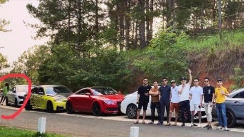 Cư dân mạng xôn xao về bức ảnh được cho là Hương Giang lẻ loi khi đi cùng hội bạn thân của Matt Liu