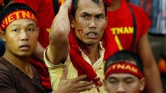 [Ký ức] ĐTVN lập chiến tích huy hoàng nhưng nhuốm màu đau thương khi fan Việt đổ máu