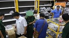 Cận cảnh kho 'hàng hiệu' nhập từ... chợ Đồng Xuân, chợ Lớn, chợ An Đông