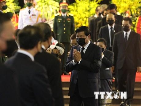 [Photo] Thủ tướng Lào viếng nguyên Tổng Bí thư Lê Khả Phiêu