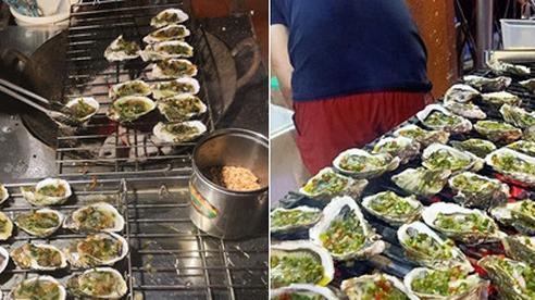 Ẩm thực đường phố Hà Nội lại xuất hiện 'tân binh' gây sốt: Hàu nướng mỡ hành, phô mai 5k/con tràn ngập vỉa hè, ăn khác gì hàu nhà hàng 50k/con?